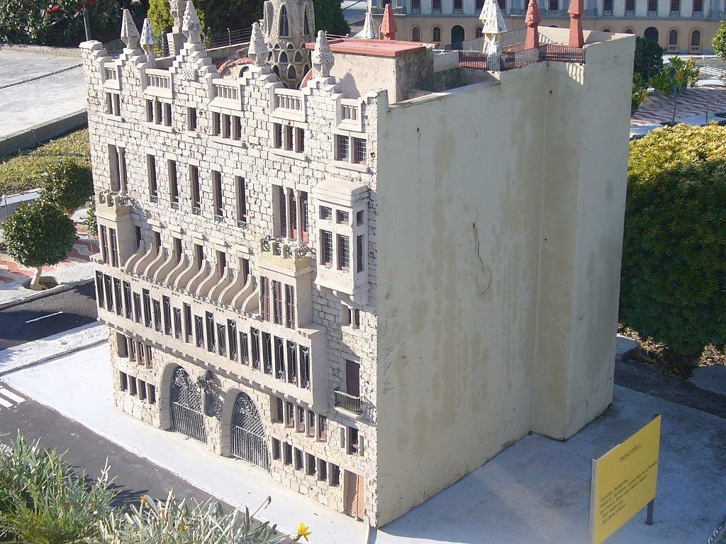 Palazzo Güell: modello in scala