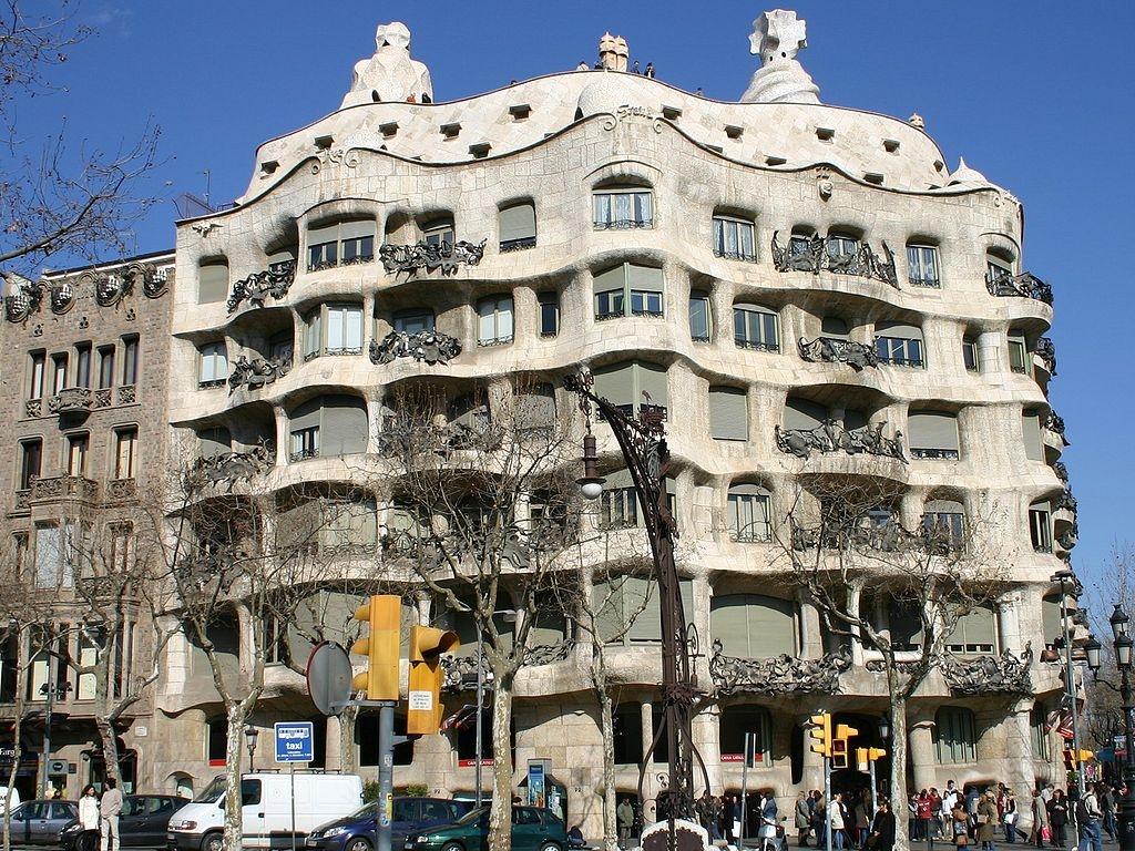 La pedrera - La casa de las lamparas barcelona ...